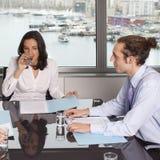 Abfrage mit Finanzberater Lizenzfreies Stockfoto