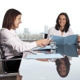 Abfrage mit Versicherungsagenten lizenzfreie stockbilder