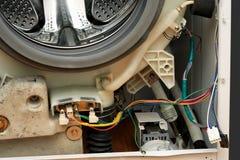 Abgebaute Waschmaschine. Lizenzfreie Stockfotografie