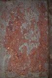 Abgebrochene alte Farbe auf der Wand stockbild