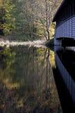 Abgedeckte hölzerne Brücke Stockbilder