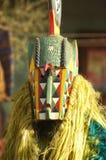 Abgedeckter Mann im afrikanischen ceremont Stockbilder