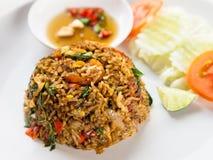 Abgefeuerter Reis mit thailändischer Art der Schweinskopfsülzensoße Stockfoto