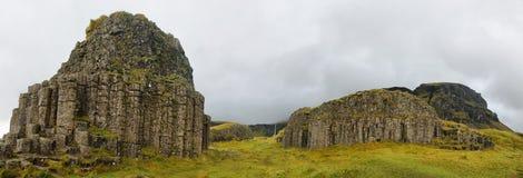 Abgefressene Basaltspalten Dverghamrar Meer Stockbild