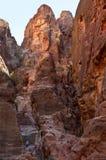Abgefressene Felsformation in Petra Siq Canyon Stockfoto