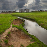 Abgefressene Flussbank Lizenzfreie Stockfotografie