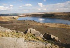 Abgefressene Flusssteine auf Yorkshire-Heidemoor Stockbild