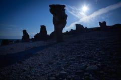 Abgefressene Kalksteinstapel in der Insel von Faro in Schweden Lizenzfreies Stockbild