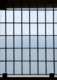 Abgehaltenes Gefängnisfenster Stockbild