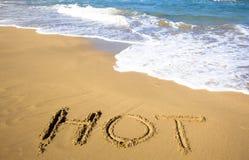 Abgehobener Betrag heiß auf Strand des Sommers Stockbilder