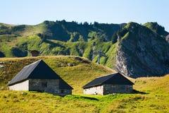 Abgelegene Häuser auf Berg Stockbild