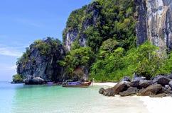 Abgelegener Strand auf Hong Island nahe Krabi lizenzfreie stockfotografie