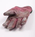 Abgenutzter Handschuh getrennt auf weißem Hintergrund. Stockfoto