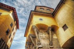 Abgestütztes Gebäude in Ponte Vecchio im hdr stockfotos