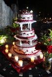 Abgestufter Hochzeitskuchen Stockfoto