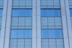 Abgetöntes städtisches Gebäude der Fenster Lizenzfreie Stockfotografie