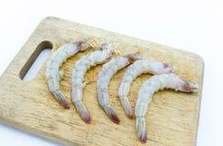 Abgezogene Garnele auf einem splat, Hintergrundweiß Stockfotografie