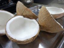 Abgezogene Kokosnuss für das thailändische Nachtischkochen Stockfotografie