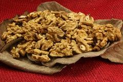 Abgezogene Nüsse von der letzten Herbsternte Stockfoto
