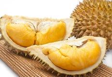 Abgezogener Durian getrennt auf weißem Hintergrund. Lizenzfreie Stockfotos
