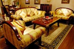 abgleichende antike Möbel stockbild