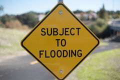 Abhängig von Überschwemmungs-Zeichen Stockbild