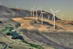 Abhang-Windkraftanlage-Sonnenuntergang-Sonnenaufgang lizenzfreies stockbild
