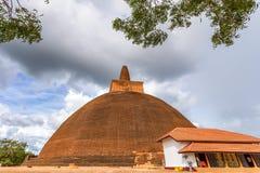 Abhayagiri Dagaba en av gränsmärken av Anuradhapura Fotografering för Bildbyråer