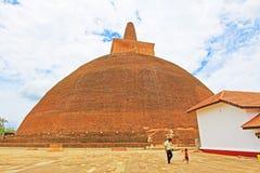 Abhayagiri Dagoba, arv för Sri Lanka UNESCOvärld Royaltyfri Bild