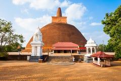 Abhayagiri Vihara i Anuradhapura Arkivfoto