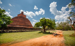 Abhayagiri - viktig klosterplats av Theravada buddism som var Arkivbilder