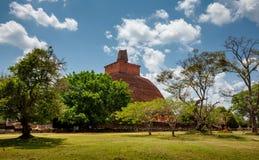 Abhayagiri - viktig klosterplats av Theravada buddism som var Royaltyfria Bilder