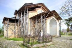 Abhazia En tempel av Dormition av mest helgedom vår dam är i en vil Fotografering för Bildbyråer