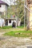 Abhazia Sur le temple adjacent de territoire de Dormition de la plupart de H photos libres de droits