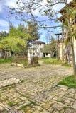 Abhazia Sur le temple adjacent de territoire de Dormition de la plupart de H image stock