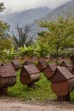 Abhaziya Apiário da abelha da montanha de Peyzazh Imagens de Stock Royalty Free