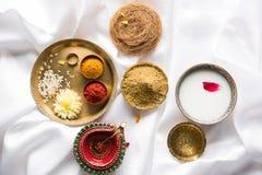 Abhyanga Snan w Diwali/narak Chaturdashi lub ziołowy skąpanie, tradycja India obrazy royalty free