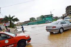 Abidjan översvämmar/krismötet på det Cocody stadshuset igår: Vädjan för borgmästare` s royaltyfria bilder