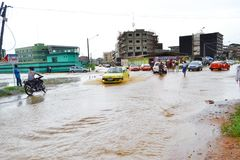 Abidjan zalewa, Przeciwawaryjny spotkanie wczoraj przy Cocody urzędem miasta/: Mayor ` s usilna prośba Zdjęcie Royalty Free
