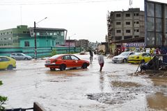 Abidjan zalewa, Przeciwawaryjny spotkanie wczoraj przy Cocody urzędem miasta/: Mayor ` s usilna prośba Zdjęcia Royalty Free