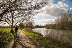 Abingdon Oxofrdshire, flodThemsen går Royaltyfria Bilder