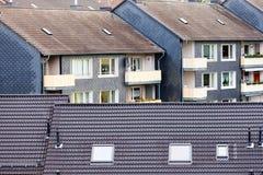 Abitazione ad alta densità urbana delle particelle elementari del condominio Fotografia Stock