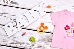 Abito di marca della neonata, accessori Fotografia Stock Libera da Diritti