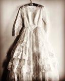 abito di nozze degli anni 50 nella seppia fotografia stock