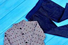 Abito moderno dei jeans del neonato Fotografie Stock