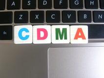 Abkürzung CDMA auf Tastaturhintergrund Stockfotos