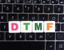 Abkürzung DTMF auf Tastaturhintergrund lizenzfreie stockbilder