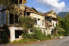 abkhazia förstörde huset Arkivfoto