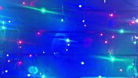 ablichtung Weihnachtsbaumgirlanden Landschaft mit dem Glühen, Blinklichter Dynamisch, Bewegungsgesamtlänge Feiertagsfilm stock video footage