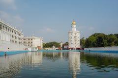 Ablucja jezioro i sikhijczyk świątynia w Amritsar indu fotografia stock